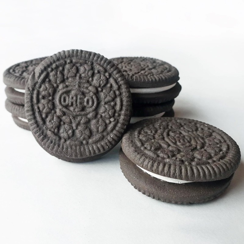 Oliver Cain NZ ceramic artist oreo biscuit