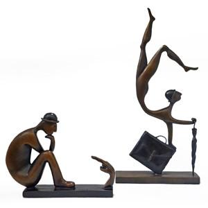 Janene Sullivan is a New Zealand based sculptor working in bronze